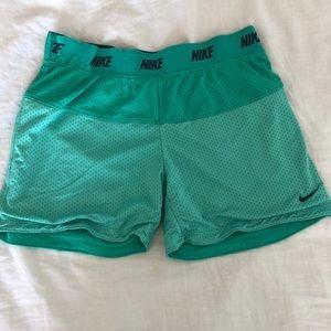 Nike shorts aqua green/blue